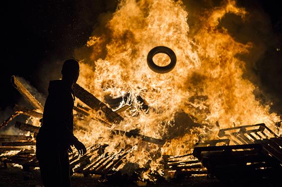 Throw an auld tire on the fire.